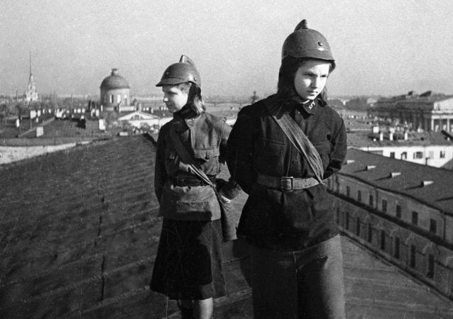 In attesa di aerei nazisti. Leningrado