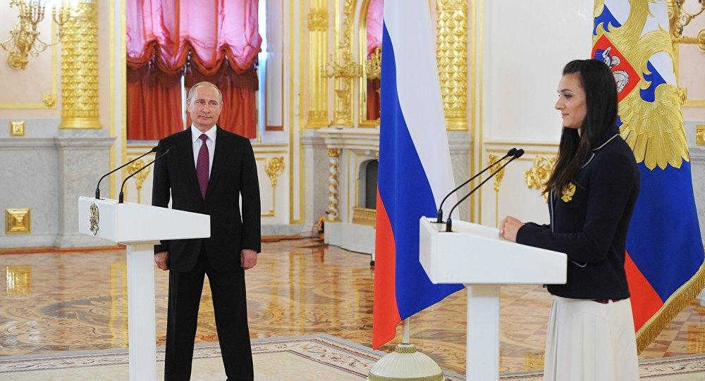 Elena Isinbayeva e il presidente Putin al Cremlino