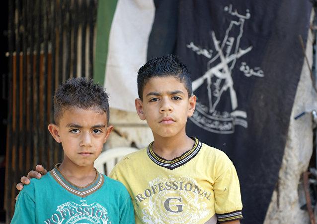 Due bambini siriani