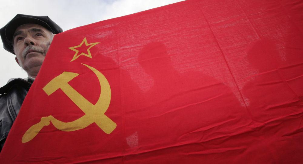 La bandiera dell'URSS.