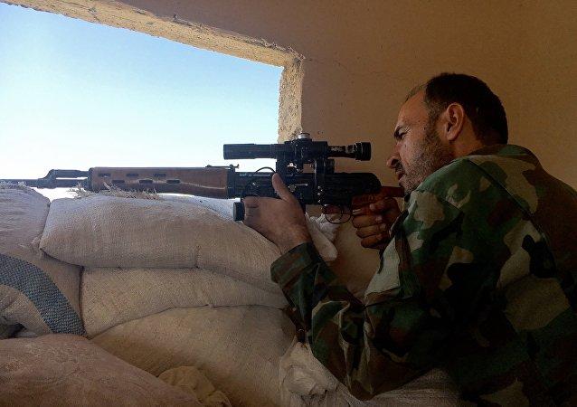Soldato siriano ad Aleppo