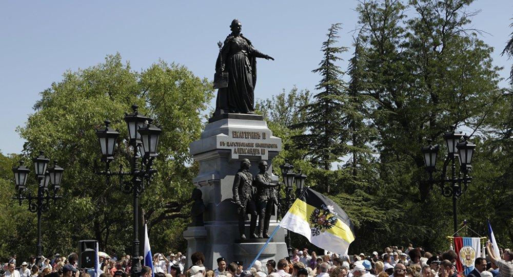 L'inaugurazione del monumento all'imperatrice Caterina II in Crimea