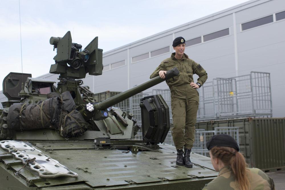 Le Prime Donne Reclute Dell Esercito Della Norvegia