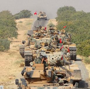 Tank turchi avanzano nella provincia di Aleppo