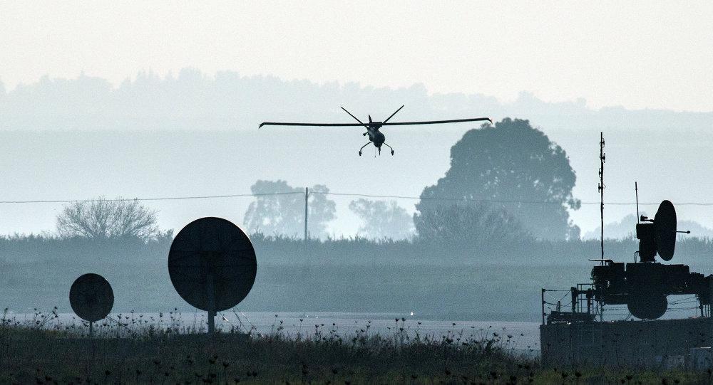 Drone israeliano decolla da base sulle Alture del Golan vicino il confine siriano (foto d'archivio)