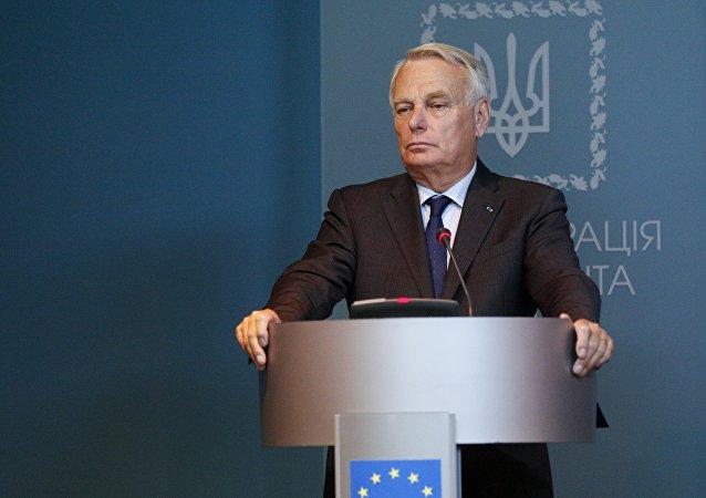 Ministro francese Jean-Marc Ayrault durante conferenza stampa a Kiev