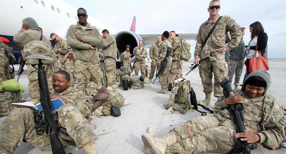 Soldati americani nella base di Manas in Kyrgyzstan