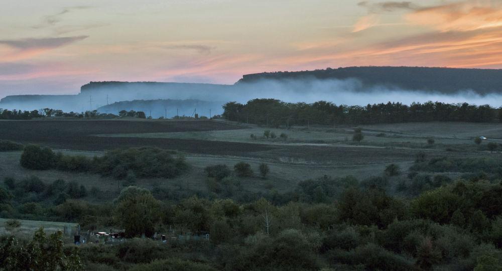 I pressi vicino ai villaggi Klinovka e Konstantinovka, Crimea.