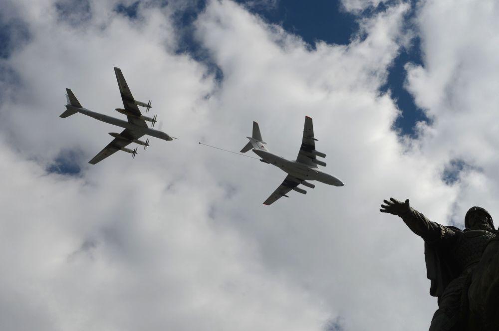 Prove della parte aerea della parata del 9 Maggio.