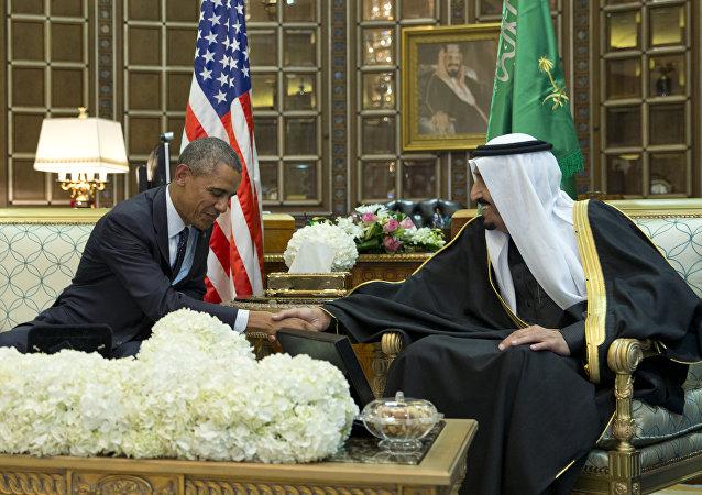 Barack Obama parla con il re Salman bin Abdulaziz al-Saud dell'Arabia Saudita