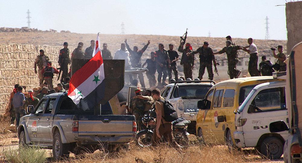 Soldati siriani alla periferia di Aleppo