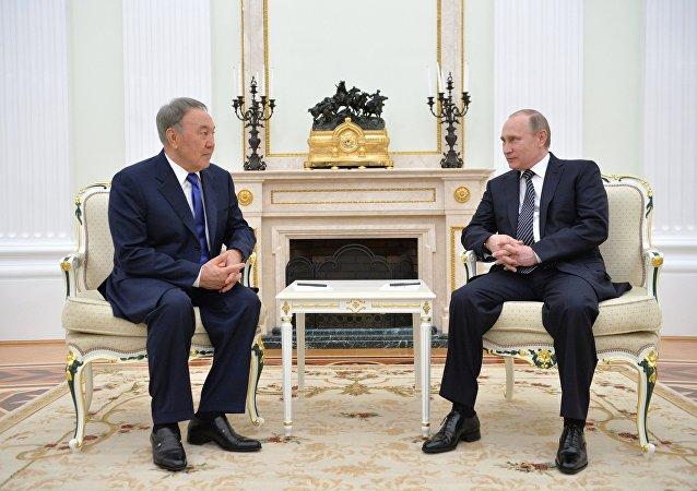 Presidente russo Vladimir Putin incontra Presidente kazako Nursultan Nazarbayev