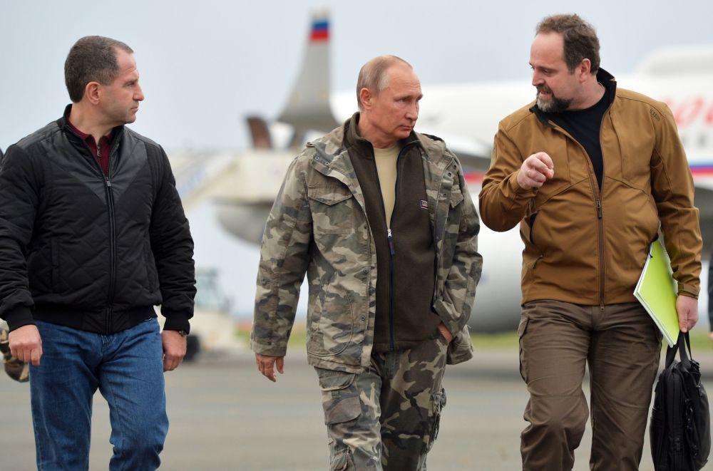 Il presidente russo Vladimir Putin e il ministro dell'Ambiente russo Sergey Donskoy.