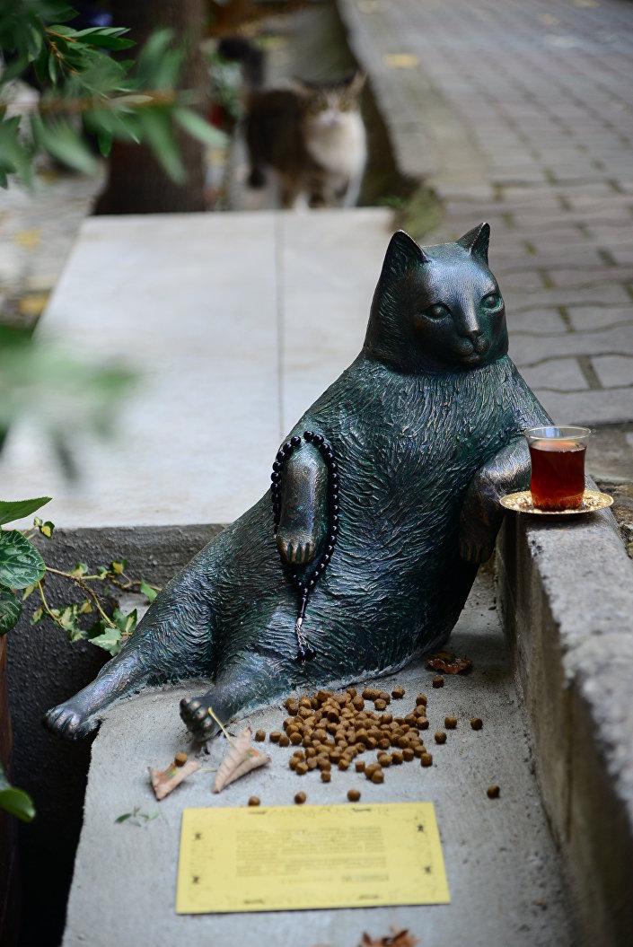 Il monumento al gatto Tombili.