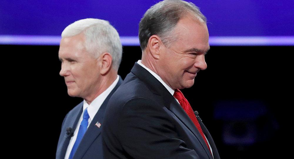 Il governatore repubblicano dell'Indiana Mike Pence (a sinistra) e il senatore democratico della Virginia Tim Kaine (a destra)