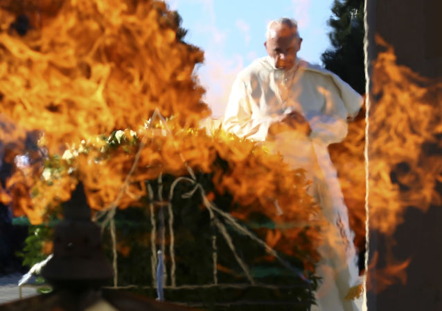 Il Papa Francesto durante la visita a Baku, Azerbaigian