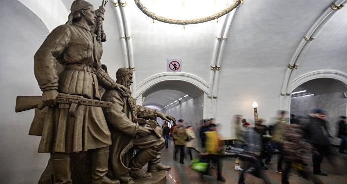 Una stazione della metropolitana di Mosca, che durante la guerra era usata come rifugio