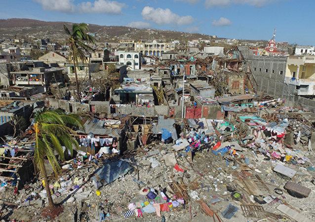 Foto dei danni in un piccolo villaggio dopo il passaggio dell'uragano Matthew