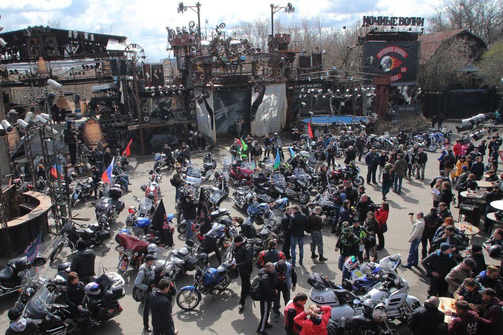 La partenza del Motocorteo in occasione del 70° anniversario della Vittoria.