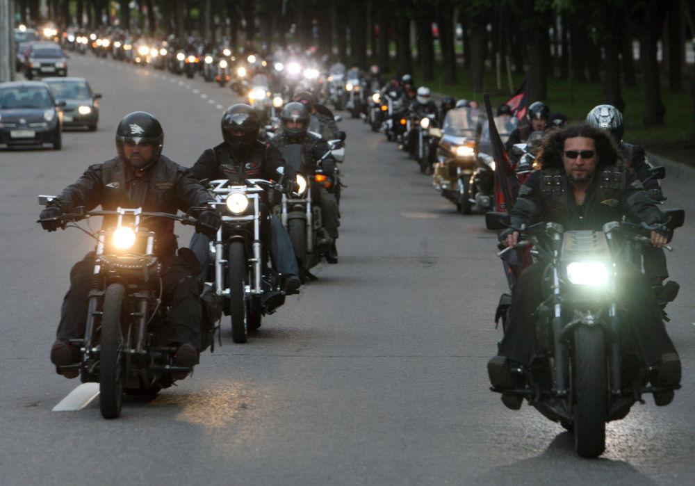 I motociclisti del gruppo Lupi Notturni.