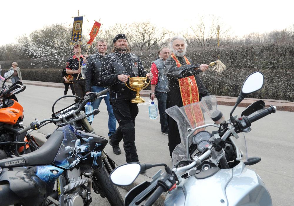 Benedizione delle moto in occasione dell'apertura della stagione estiva.