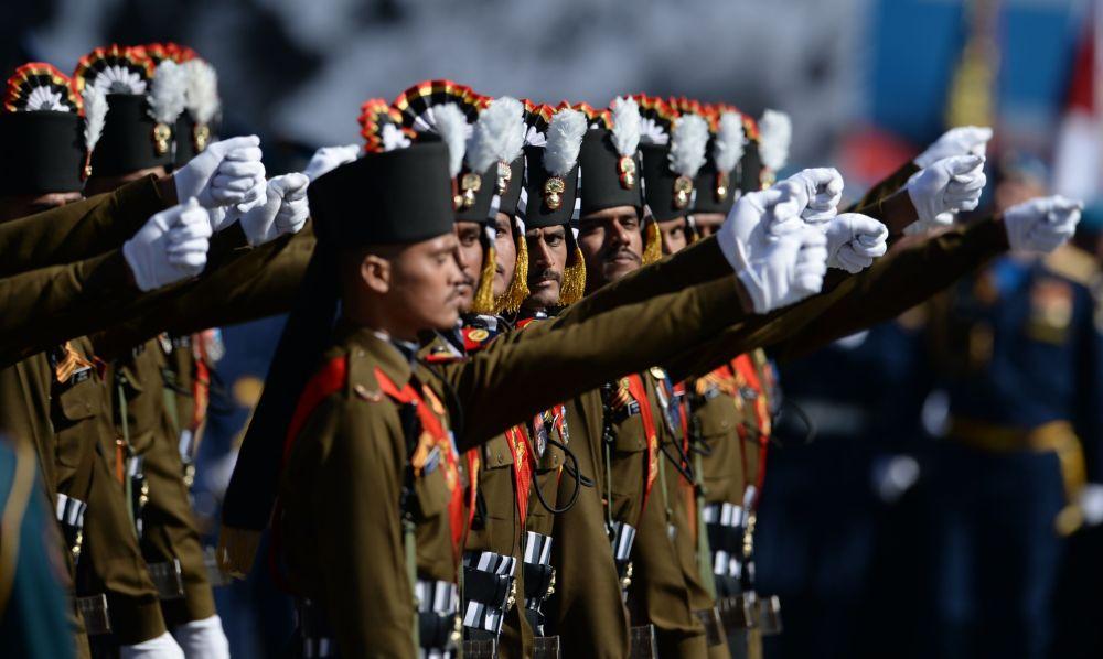 Soldati indiani durante la prova la prova generale della parata in onore del 70° anniversario della Vittoria Sovietica nella Grande Guerra Patriottica 1941-1945.