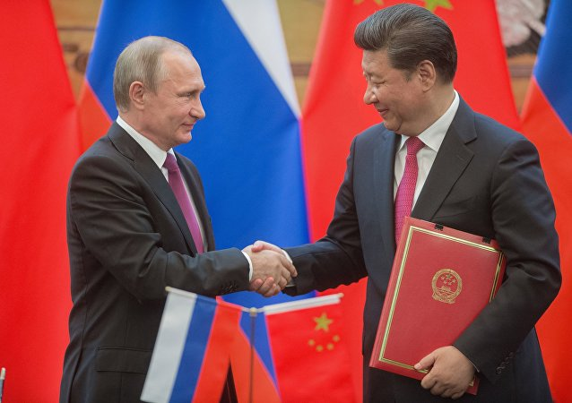 Vladimir Putin col presidente cinese Xi Jinping (foto d'archivio)