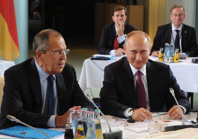 Lavrov e Putin ai colloqui di Berlino sul Donbass
