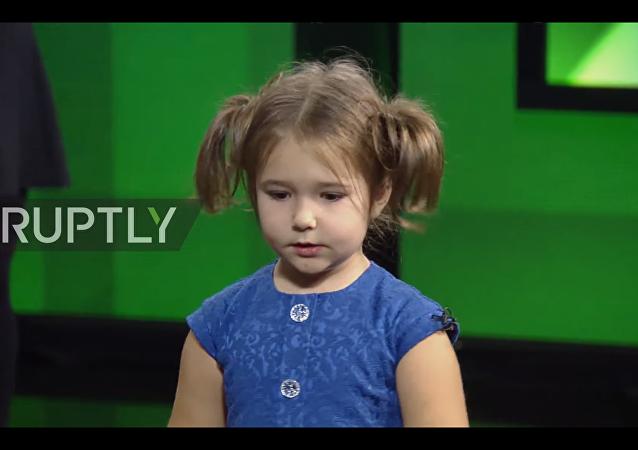 Bambina poliglotta russa