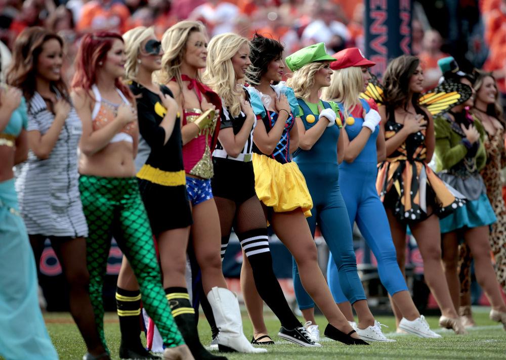 Cheerleaders della squadra Dender Broncos a Denver