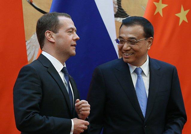 Primo Ministro russo Dmitry Medvedev e Primo Ministro cinese Li Keqiang