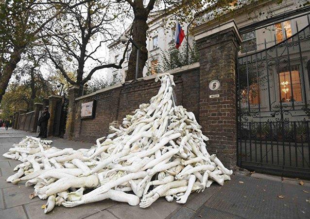 Protesta davanti l'Ambasciata russa a Londra