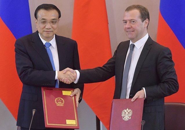 Dmitry Medvedev e Li Keqiang