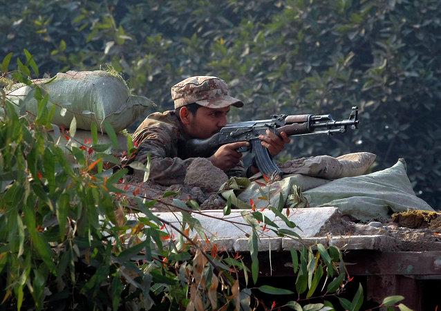 Un soldato pakistano