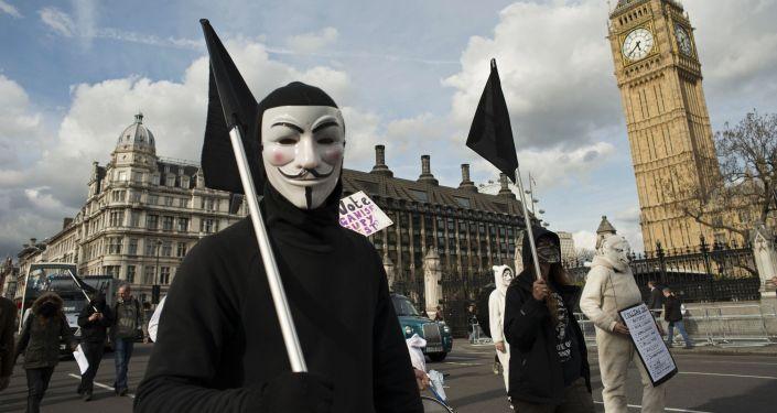 Partecipanti all'azione di protesta Occupy Democracy a Londra.