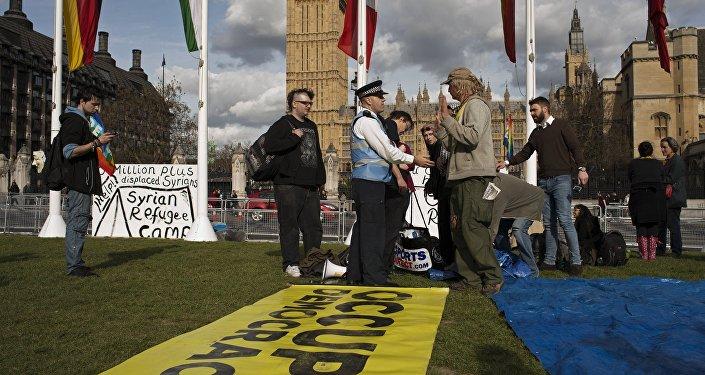 Occupy Democracy a Londra protesta dopo l'esito delle elezioni.