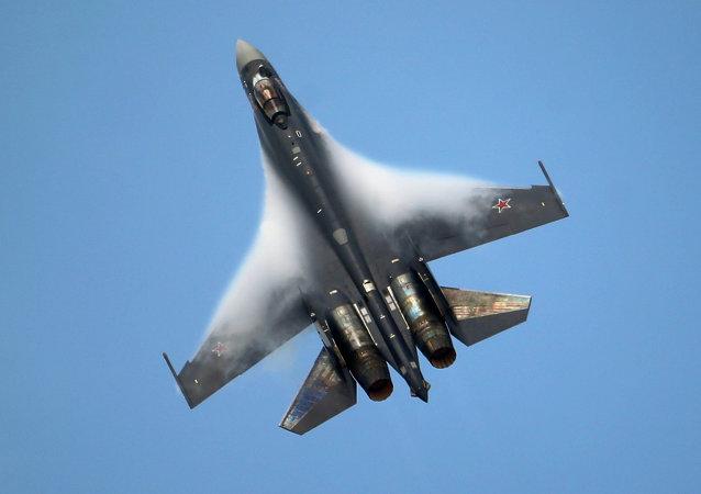 Caccia Su-35