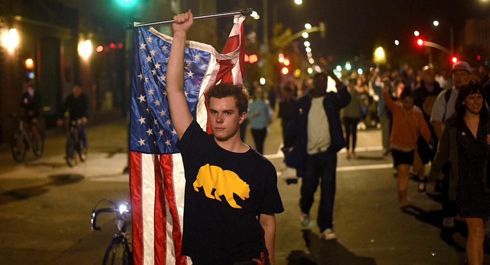Proteste dei californiani per l'elezione di Trump