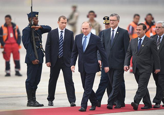 Putin arriva a Lima per il summit Apec