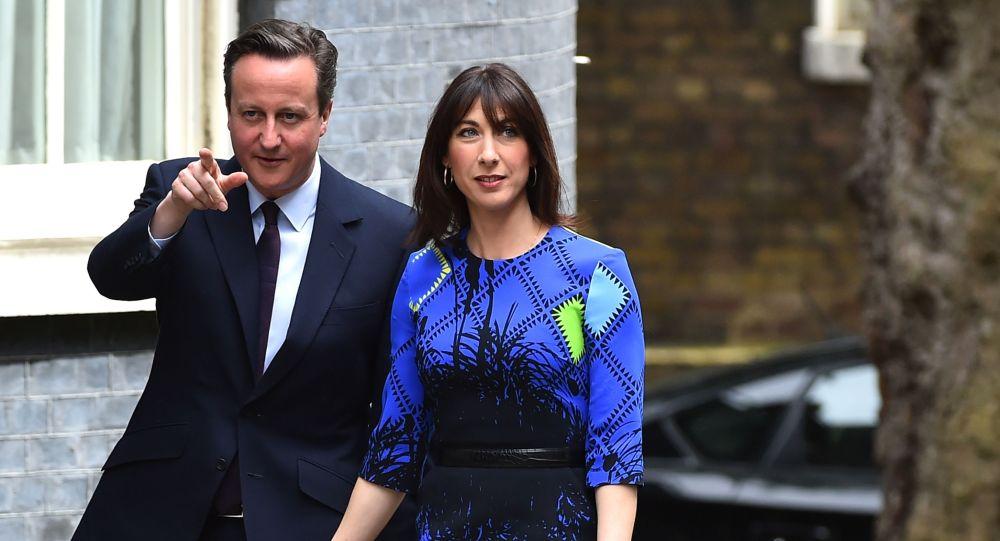 Primo ministro inglese David Cameron con sua moglie