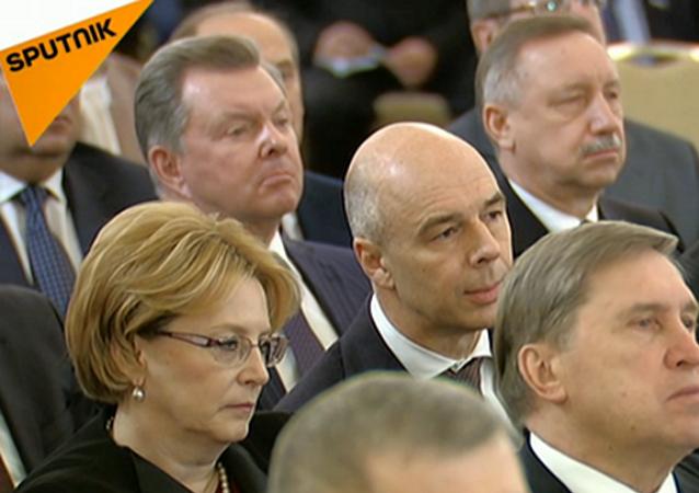 I deputati ascoltano il discorso di Putin