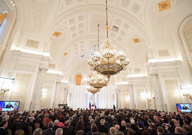 La sala di San Giorgio al Cremlino, durante il discorso del presidente Putin all'Assemblea Federale