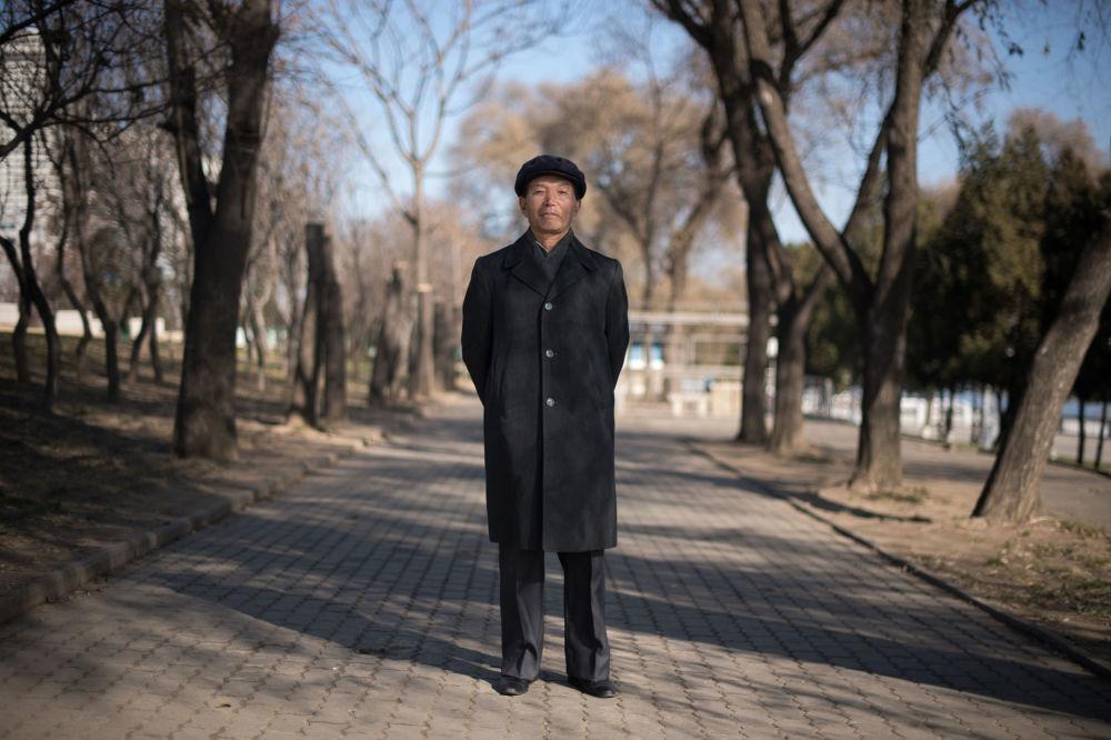 Una giornata a Pyongyang nei volti di dieci semplici cittadini.