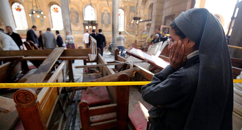All'interno della cattedrale della Chiesa cristiano-copta al Cairo dopo l'attentato.