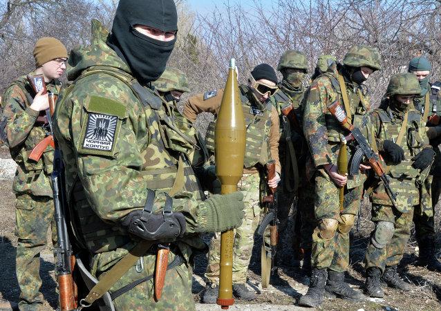 Paramilitari del battaglione ucraino Azov nel Donbass