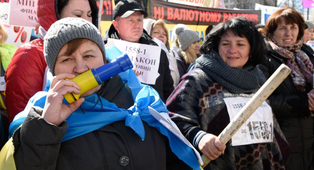 Manifestanti del Maidan finanziario di fronte alla Rada Suprema a Kiev
