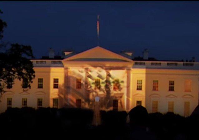 I Carri Armati russi sulla Casa Bianca a Washington.