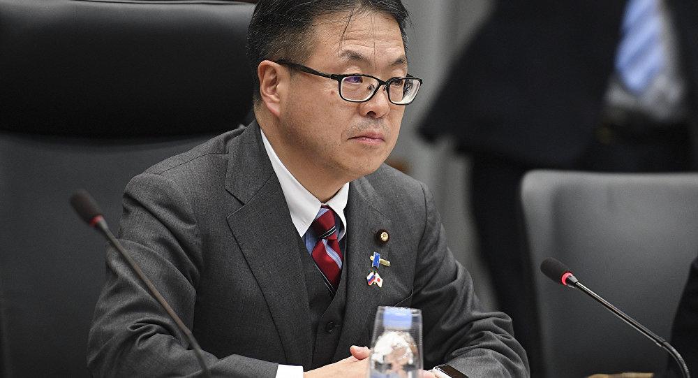 Il Ministro giapponese dell'economia, del commercio e dell'industria Hiroshige Seko