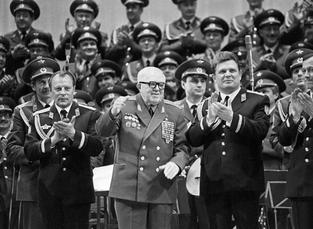 Un performance del Complesso di Canto e Ballo dell'Esercito Sovietico A.V.Aleksandrov.(Foto d'archivio)
