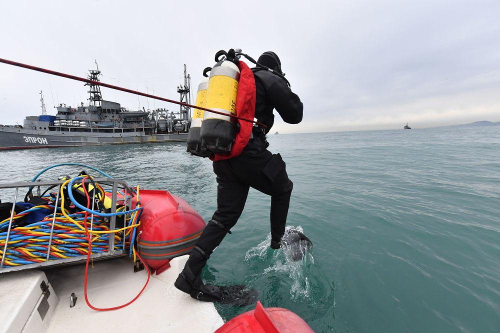 Recupero dei frammenti del TU-154 nel mar Nero